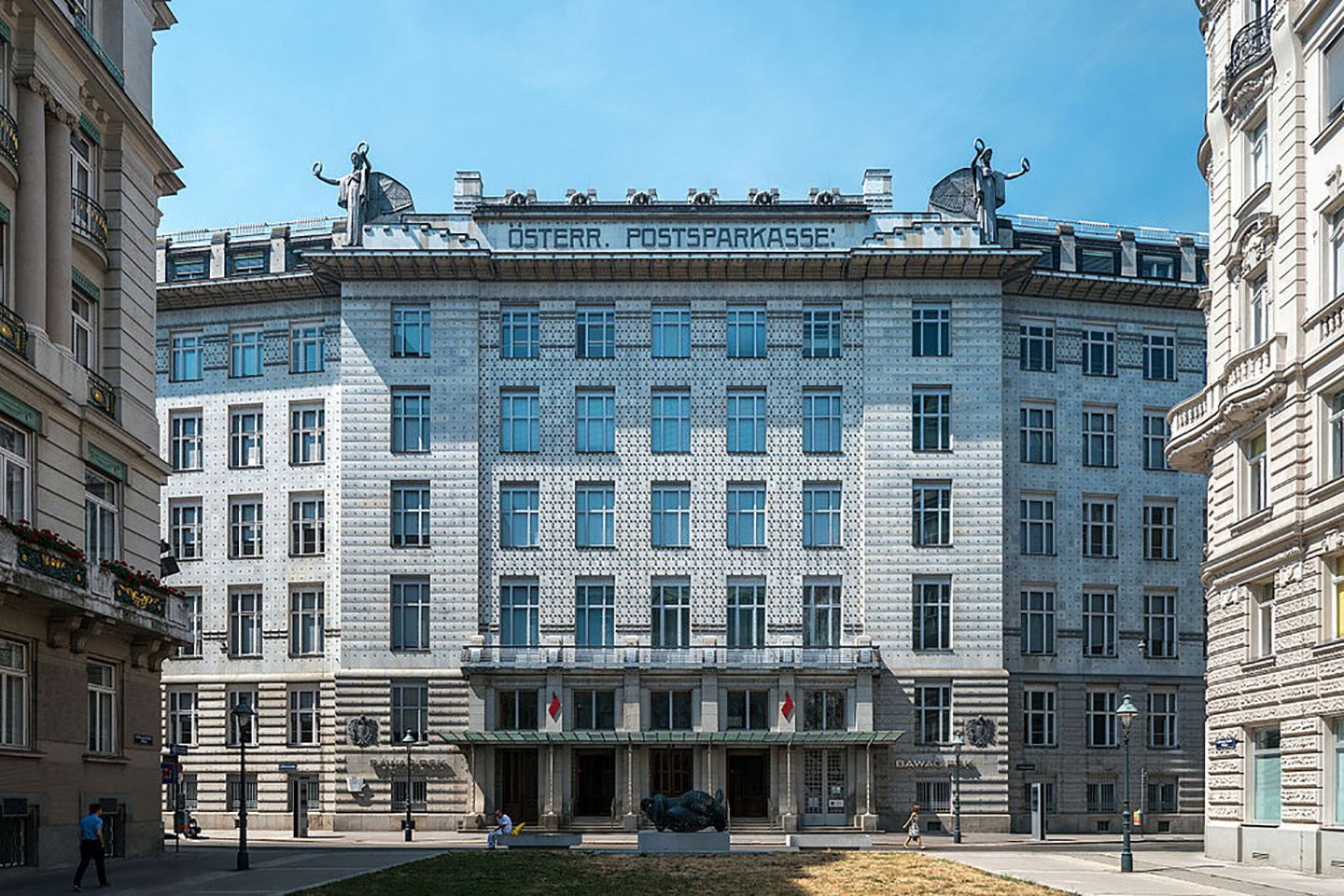 Vienna - Downtown and Imperial Palace_Copyright_Wikimedia (1)