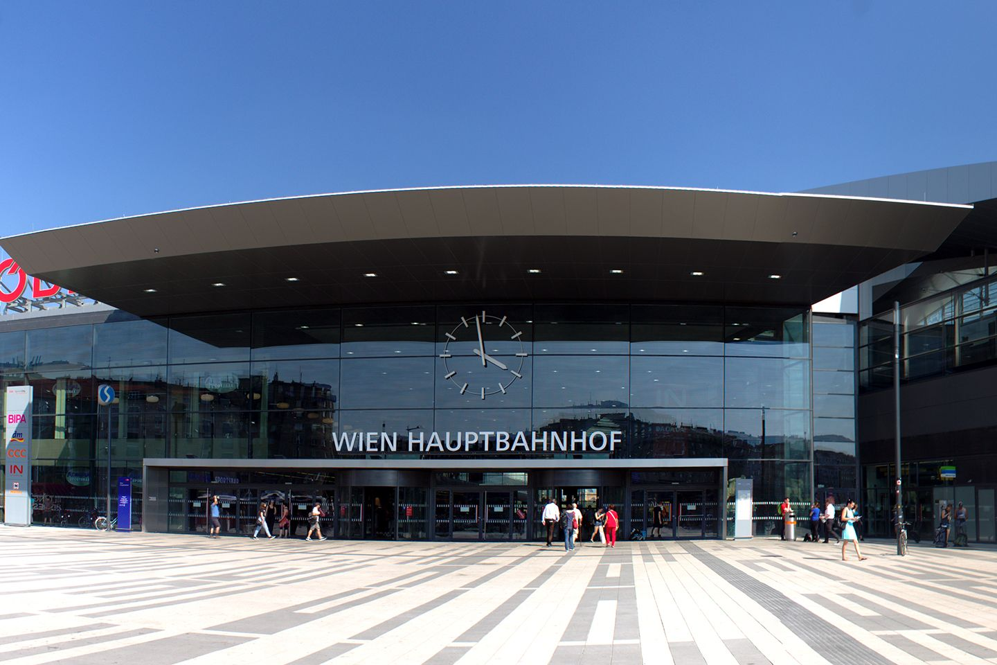 "Vienna-The-new-city-around-""Hauptbahnhof""_Copyright_Wikimedia-"